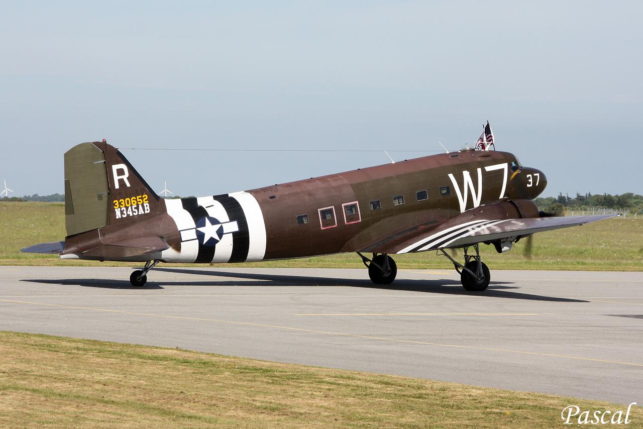 """Douglas C-47A N345AB """"W 7"""" à Rennes le 09 juin 2014 Cms-23-copie-45f8cb5"""